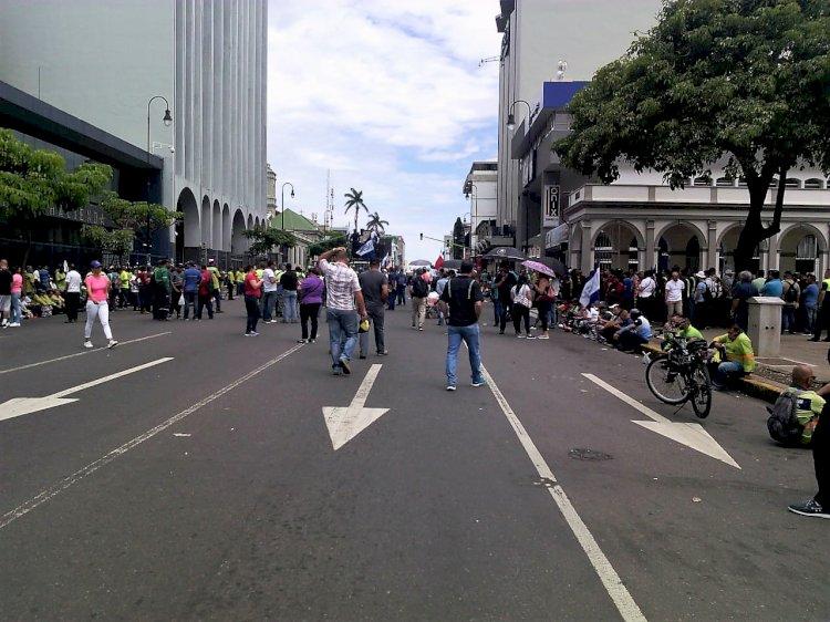 Lunes de manifestaciones sobre Avenida Segunda