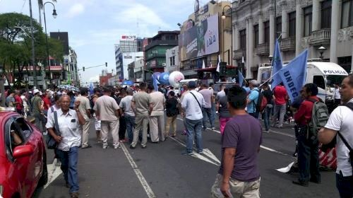 Avenida Segunda con presencia de manifestantes.
