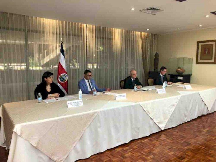 Gobierno anuncia medidas laborales en el sector público para combatir el COVID-19