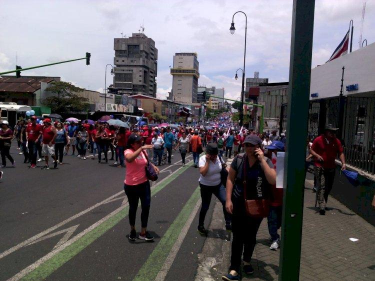 Avenida Segunda tomada en su totalidad por manifestantes.